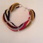Collier aus bunten Wollschnüren mit Silberbesätzen